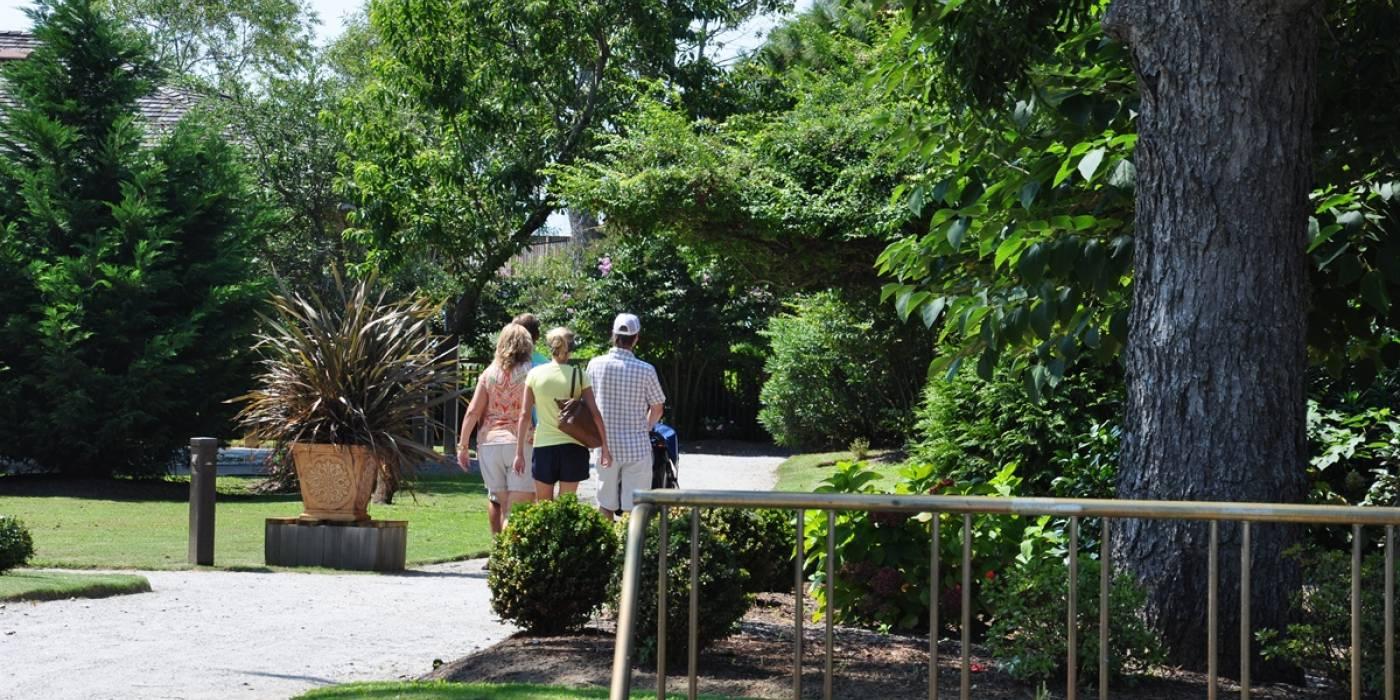 pedestrians walking around Duck, North Carolina